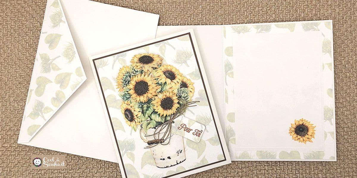 L'intérieur de la carte et une enveloppe agencés à la carte de voeux.